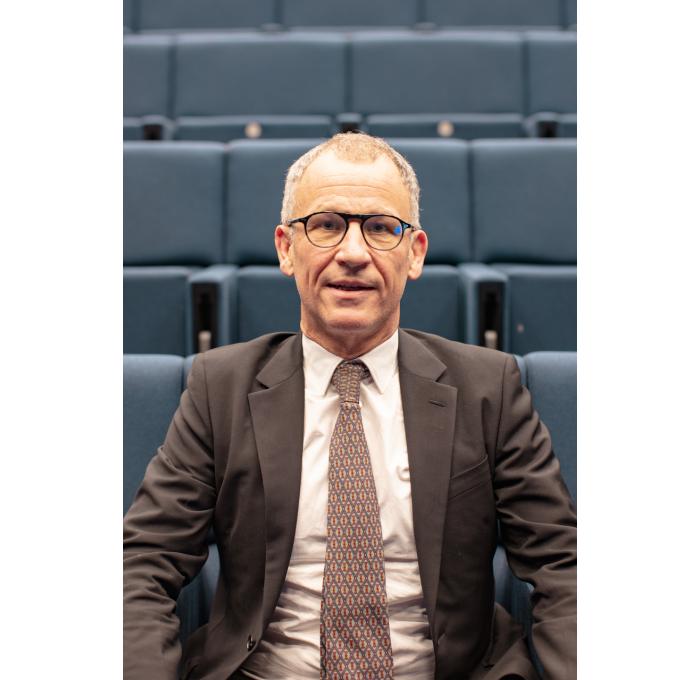 Interview de Christophe Charousset: pourquoi avoir développé une gamme de prothèse totale d'épaule anti allergique ?